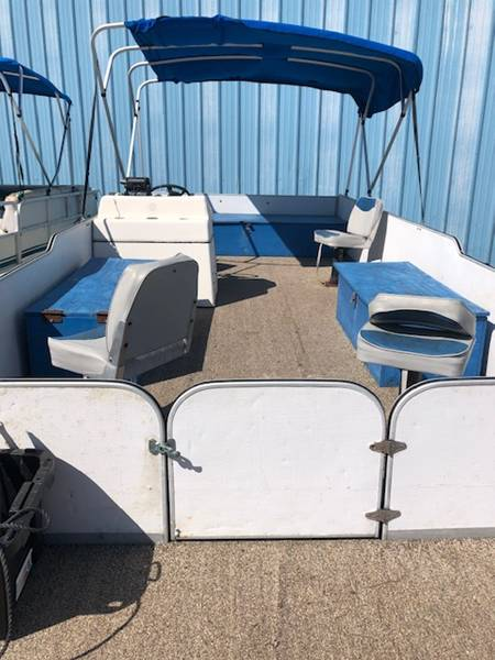 24' Pontoon w/90 hp Evinrude for rent